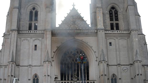 Posible incendio criminal de la catedral de Nantes