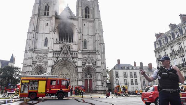 Detienen a un sospechoso del incendio de la catedral de Nantes