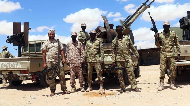 La lucha por el petróleo parte a Libia en dos