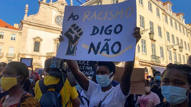 El racismo sube enteros como arma arrojadiza en Portugal