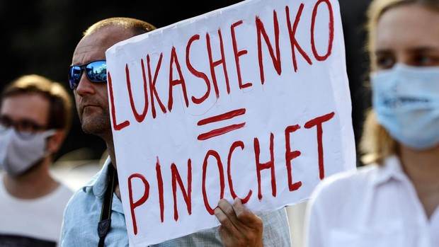 Lukashenko, solo y acorralado por las protestas, se echa en brazos de Putin