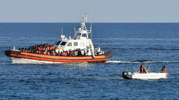 Mueren 45 migrantes en el mayor naufragio del año en Libia