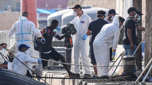 Sicilia ordena la salida urgente de todos los inmigrantes