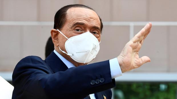 Berlusconi sale del hospital tras superar el Covid: «Esta vez también me he librado»