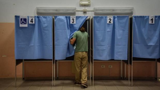 Italia aprueba en referéndum reducir más de un tercio los parlamentarios