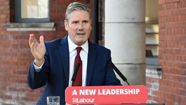 El líder del Partido Laborista rompe con Corbyn y vuelve al centro de Tony Blair