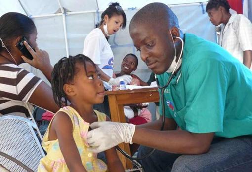 Médicos cubanos en Brasil, antes de que el presidente Bolsonaro cancela el programa por considerarlo un abuso