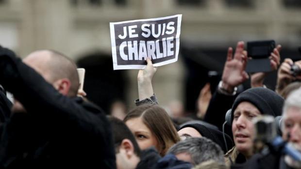 Una responsable del semanario Charlie Hebdo abandona su domicilio por amenazas