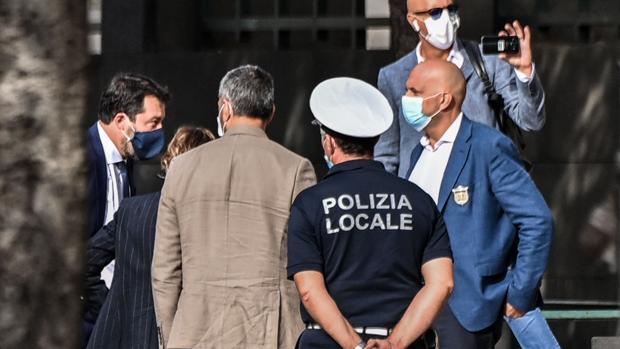 Salvini convierte su juicio en Catania en un espectáculo mediático