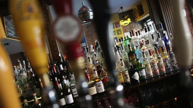 Mueren 44 personas y 50 son hospitalizadas por consumir alcohol adulterado en Turquía