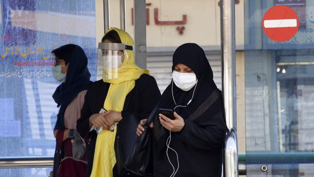 La tercera oleada de coronavirus golpea a un Irán asfixiado por las sanciones de Trump
