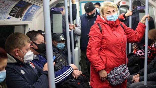 Londres eleva su nivel de riesgo y reforzará desde el sábado las restricciones para frenar el Covid-19