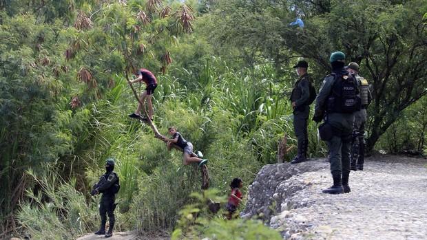 Una ONG y la Iglesia denuncian abuso sexual y robo a los migrantes venezolanos en la frontera