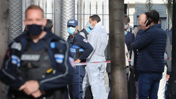 Francia eleva al máximo la alerta antiterrorista y anuncia una respuesta «implacable»