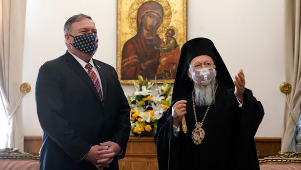 Pompeo denuncia con un gesto en Turquía la intolerancia religiosa