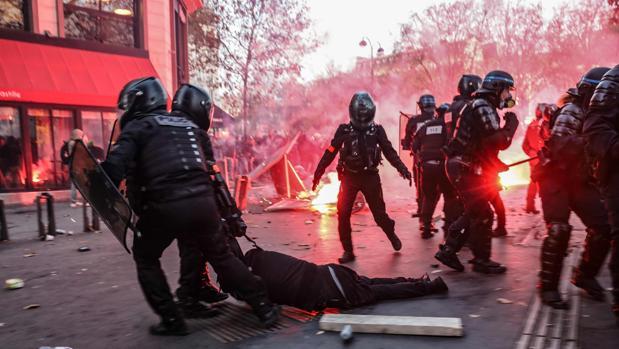 Las protestas fuerzan la «revisión» de la ley de seguridad de Macron