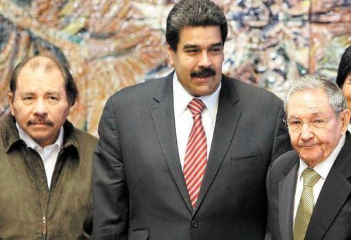 From left to right, Daniel Ortega, Nicolás Maduro and Raúl Castro
