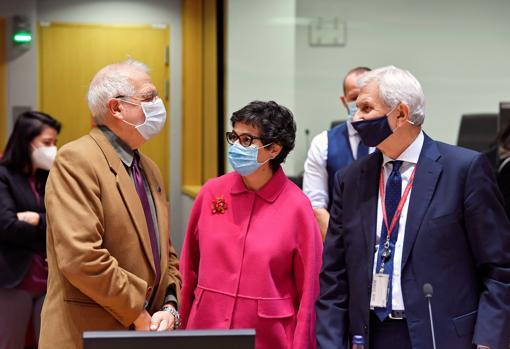 Minister González Laya speaks with High Representative Josep Borrell in Brussels