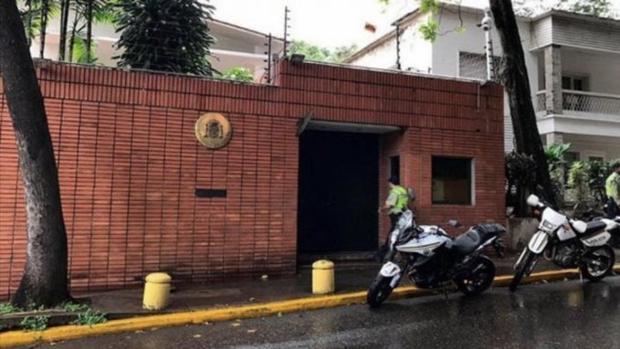 Exterior de la Embajada de España en Caracas