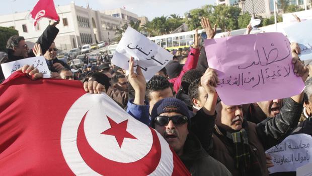 Guerras y dictaduras sepultan los sueños que encendió hace una década la «primavera árabe»