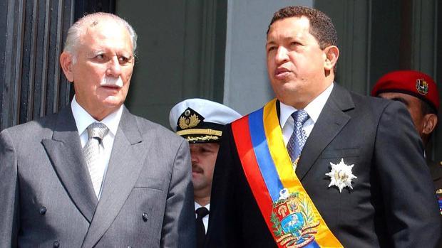 Foto de archivo de 2003 que muestra al exvicepresidente José Vicente Rangel y a Hugo Chávez