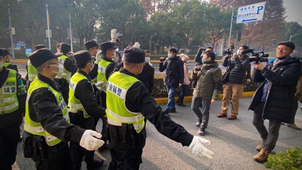Cuatro años de cárcel para una bloguera china por informar sobre el coronavirus en Wuhan