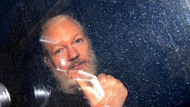 Un tribunal británico decide este lunes si extradita a Assange a EE.UU.