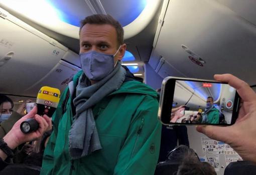 ناوالنی ، در داخل هواپیما هنگام پرواز به مسکو
