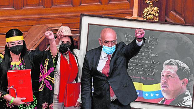 El Parlamento chavista pide a la Fiscalía emitir orden de arresto a los diputados de Guaidó