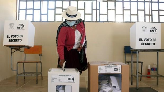 Yaku y Lasso batallan, voto a voto, para enfrentarse a Arauz en la segunda vuelta