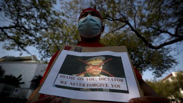 La junta militar de Myanmar impone la Ley Marcial