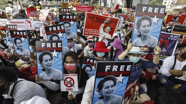 Una joven de 20 años, primer muerto en las protestas contra el golpe de Estado en Myanmar