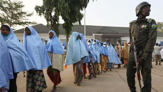 Controversia sobre el posible pago de un rescate para la liberación de las niñas secuestradas en Nigeria