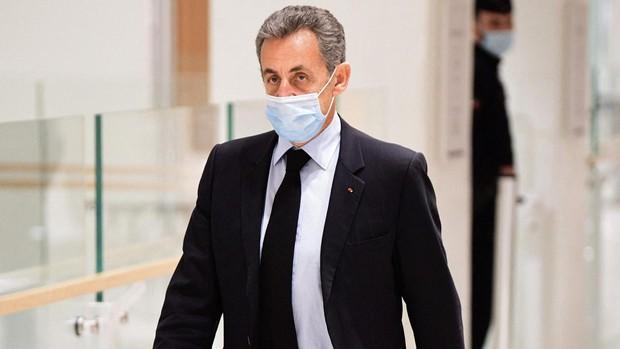 Sarkozy llevará brazalete electrónico mientras recurre su ingreso en prisión