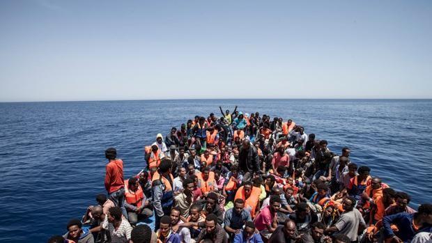 Hallan a 150 emigrantes muertos en un naufragio frente a las costas de Yemen