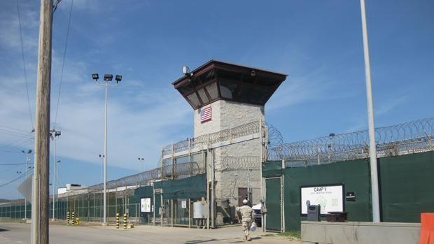 EE.UU. estrecha lazos con Marruecos: repatria allí a un preso de Guantánamo
