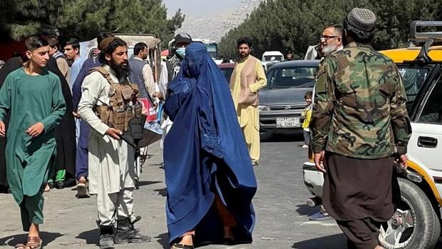 ¿A quién beneficia el regreso de los talibanes a Afganistán?