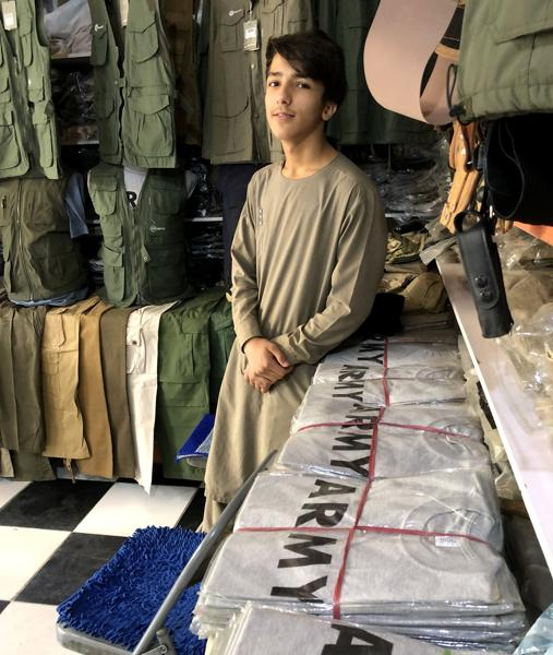 T-shirts with the word Army at the & # 039; Bush Market & # 039;