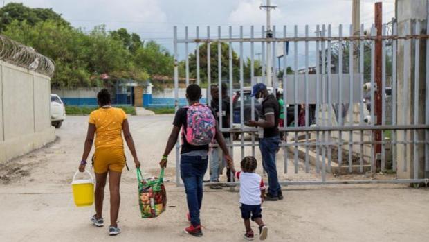 Aterriza en Haití el primer vuelo con 272 inmigrantes deportados de EE.UU.