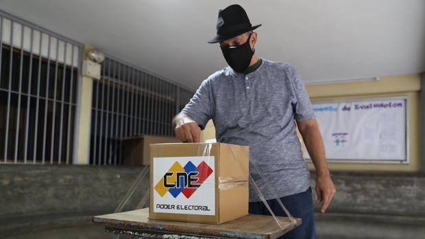El CNE de Venezuela pide a Borrell que rectifique sus «expresiones injerencistas» que afectan a la misión