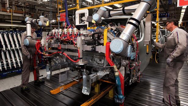 Robots colaborativos o «cobots» en la línea de Ferraje de PSA Vigo