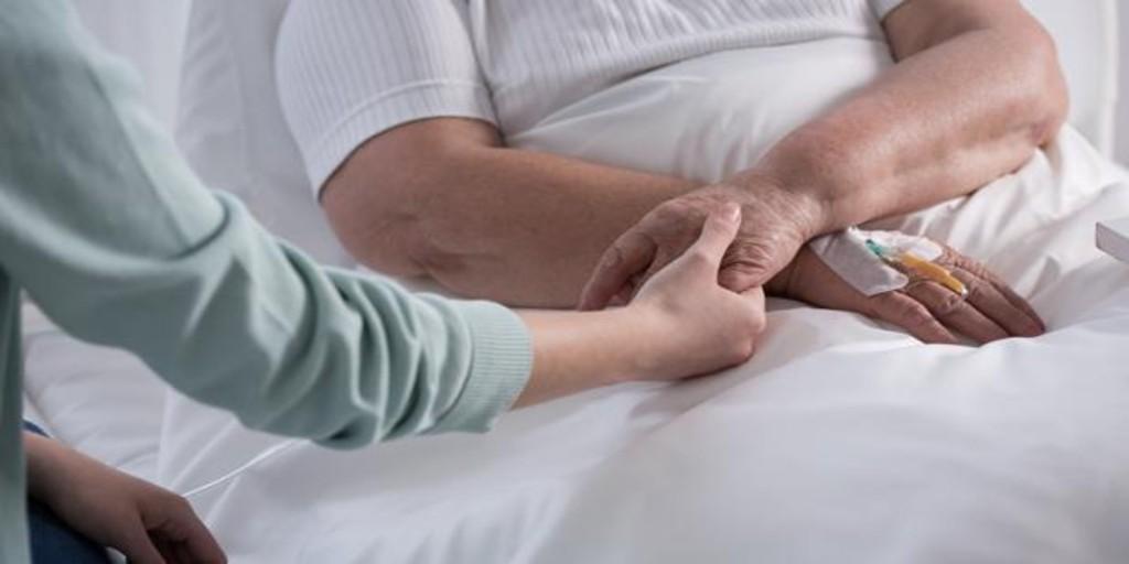 La carta de una enfermera de paliativos y ahora enferma de cáncer: «Paliar, no matar»