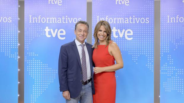 Sergio Sauca y Pilar García, presentadores de informativos de TVE