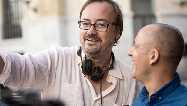 Manuel Martín Cuenca y Javier Gutiérrez durante el rodaje de «El autor»