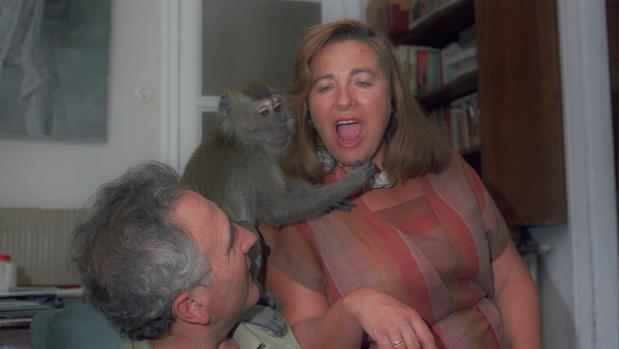 Julia Salmerón y su mono