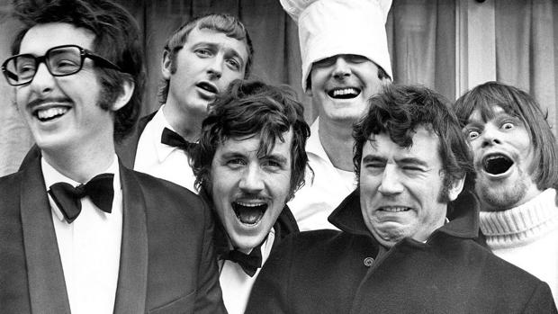 Los seis miembros de los Monty Phyton, en una foto de archivo