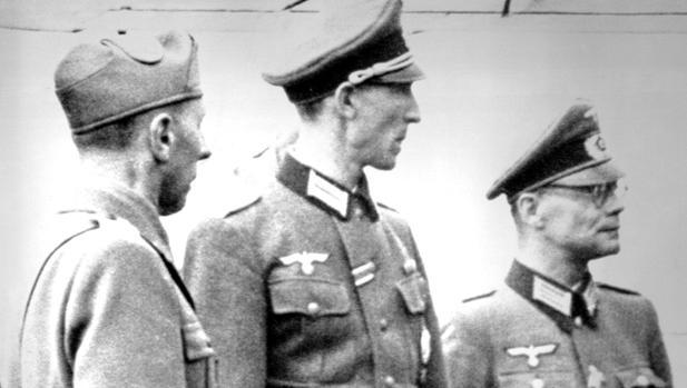 Kurt Waldheim,, en el centro de la imagen