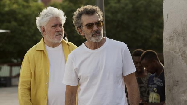 Pedro Almodóvar y Antonio Banderas, durante el rodaje de «Dolor y Gloria»