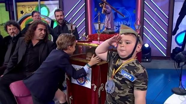 El pequeño Jua, de cuatro años, durante la emisión dle programa