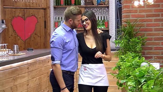 Matías Roure y Lidia Torrent, camareros de «First Dates»
